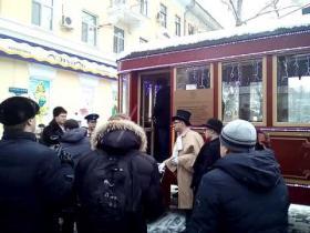 Embedded thumbnail for Нисхождение высокого начальства из ретро-трамвая